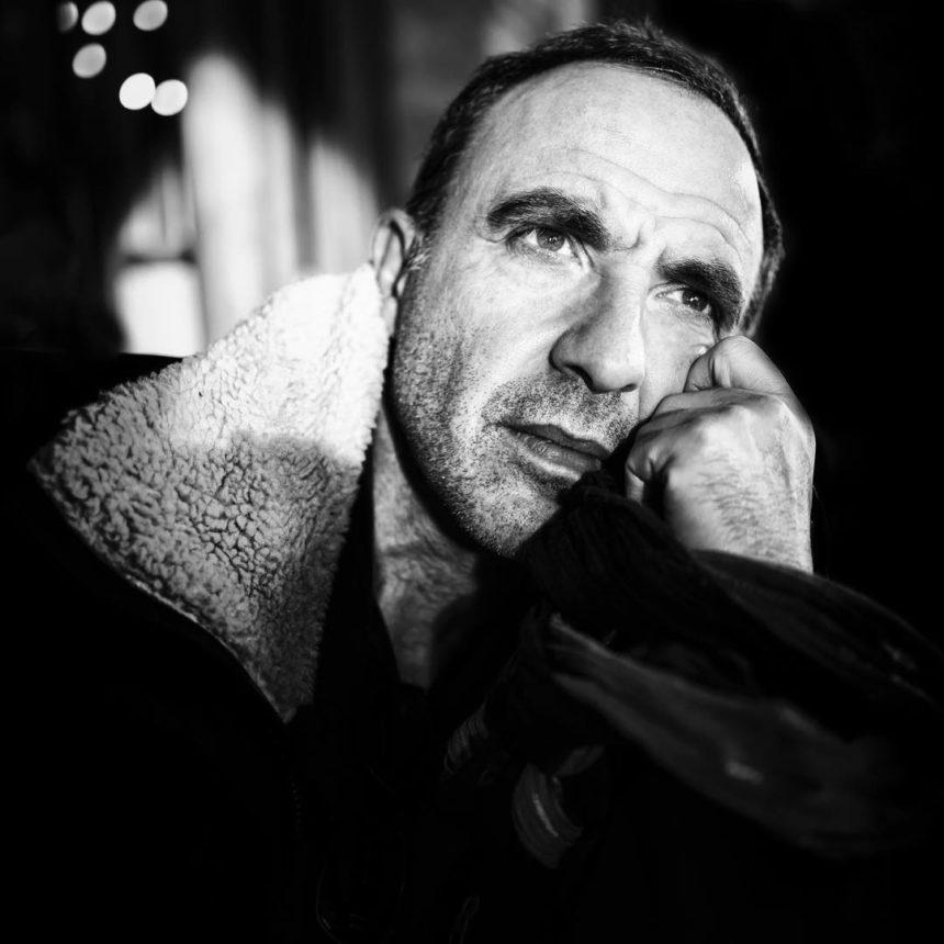 Νίκος Αλιάγας: Πίνει καφέ με τον Jean Paul Gaultier στο κέντρο της Αθήνας! [pic]   tlife.gr