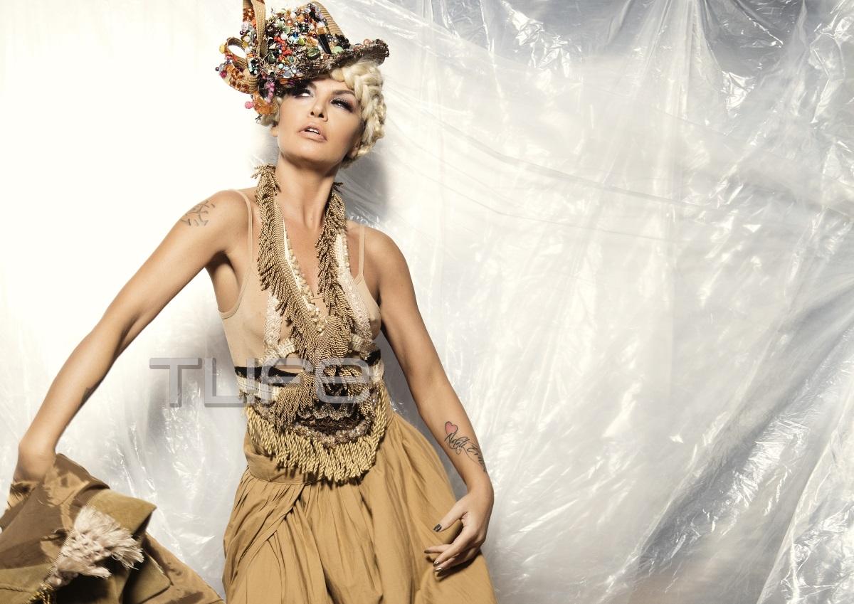 Νίνα Λοτσάρη: Πιο ξανθιά από ποτέ… πρωταγωνιστεί στο fashion clip του Celebrity Skin [pics]