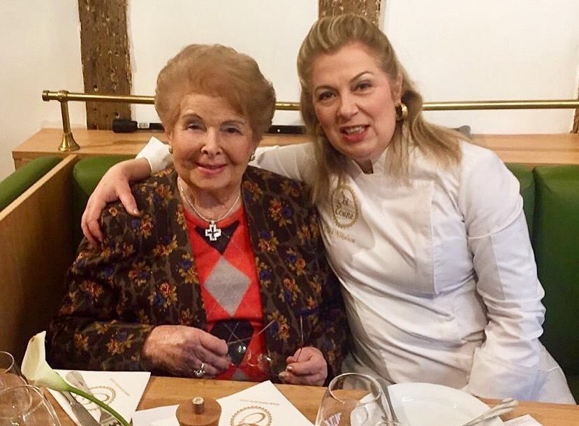 Βέφα Αλεξιάδου – Ντίνα Νικολάου Μία συγκινητική συνάντηση στο Παρίσι! Φωτογραφίες | tlife.gr