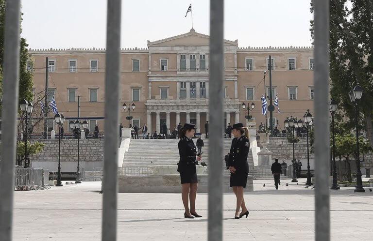 Παρελάσεις… σε κλοιό ασφαλείας! 1.600 αστυνομικοί στην Αθήνα λόγω… Πρεσπών! | tlife.gr