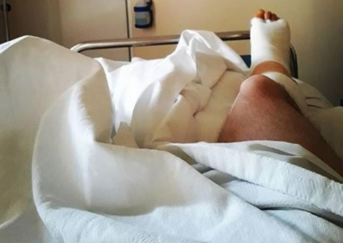 Στο νοσοκομείο Έλληνας ηθοποιός – Η φωτογραφία που προκάλεσε ανησυχία στους θαυμαστές του   tlife.gr