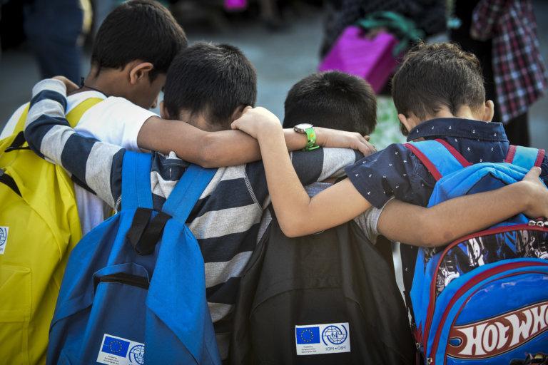 Γρεβενά: Δεν στέλνουν τα παιδιά τους στο σχολείο γιατί το απόγευμα κάνουν μάθημα προσφυγόπουλα | tlife.gr