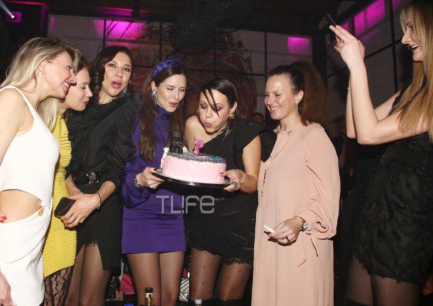 Ραμόνα Βλαντή: H βραδινή έξοδος με φίλες για τα γενέθλιά της και η εντυπωσιακή τούρτα που έσβησε! (pics) | tlife.gr