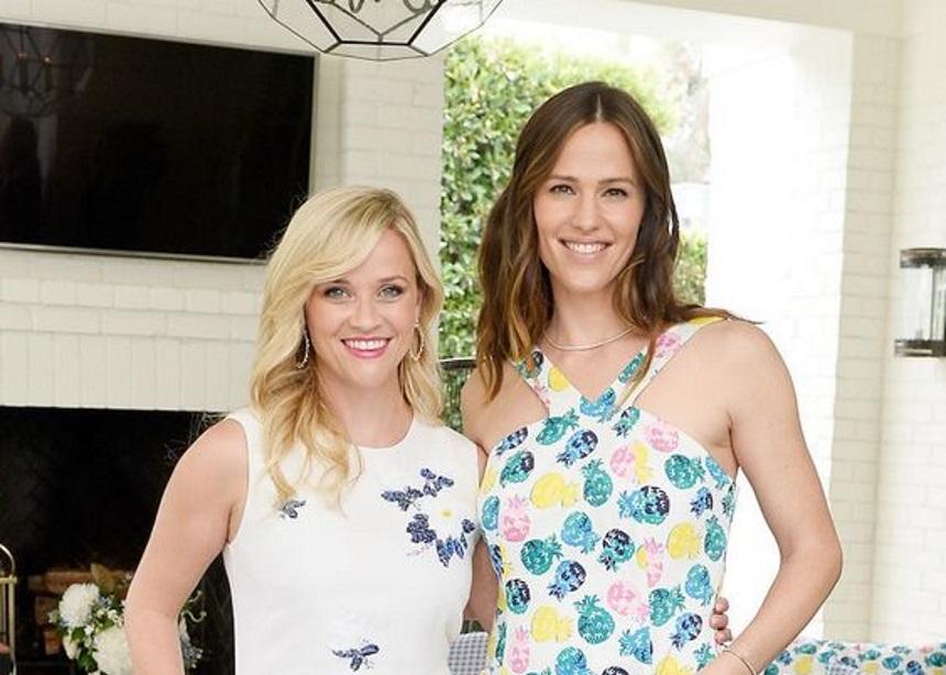 Reese Witherspoon & Jennifer Garner: Καταρρίπτουν φήμες εγκυμοσύνης με τον πιο αστείο τρόπο