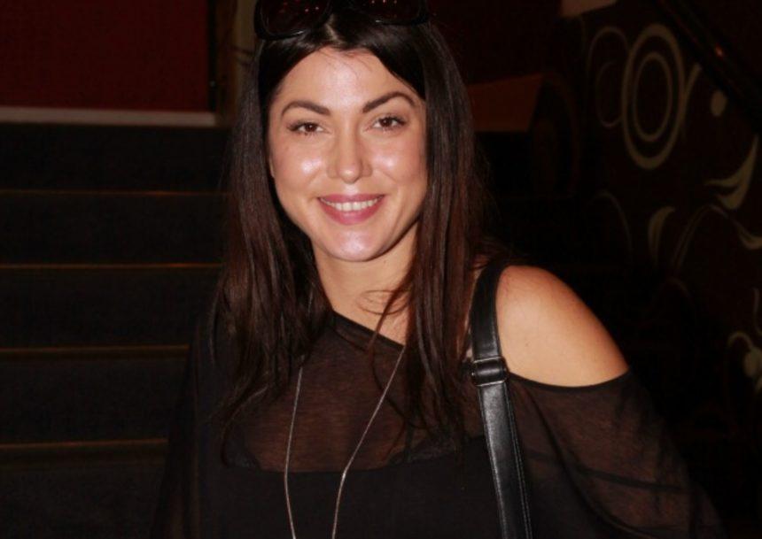 Κλέλια Ρένεση: Στην παραλία μόνο με το μαγιό της η εγκυμονούσα ηθοποιός! (pic) | tlife.gr