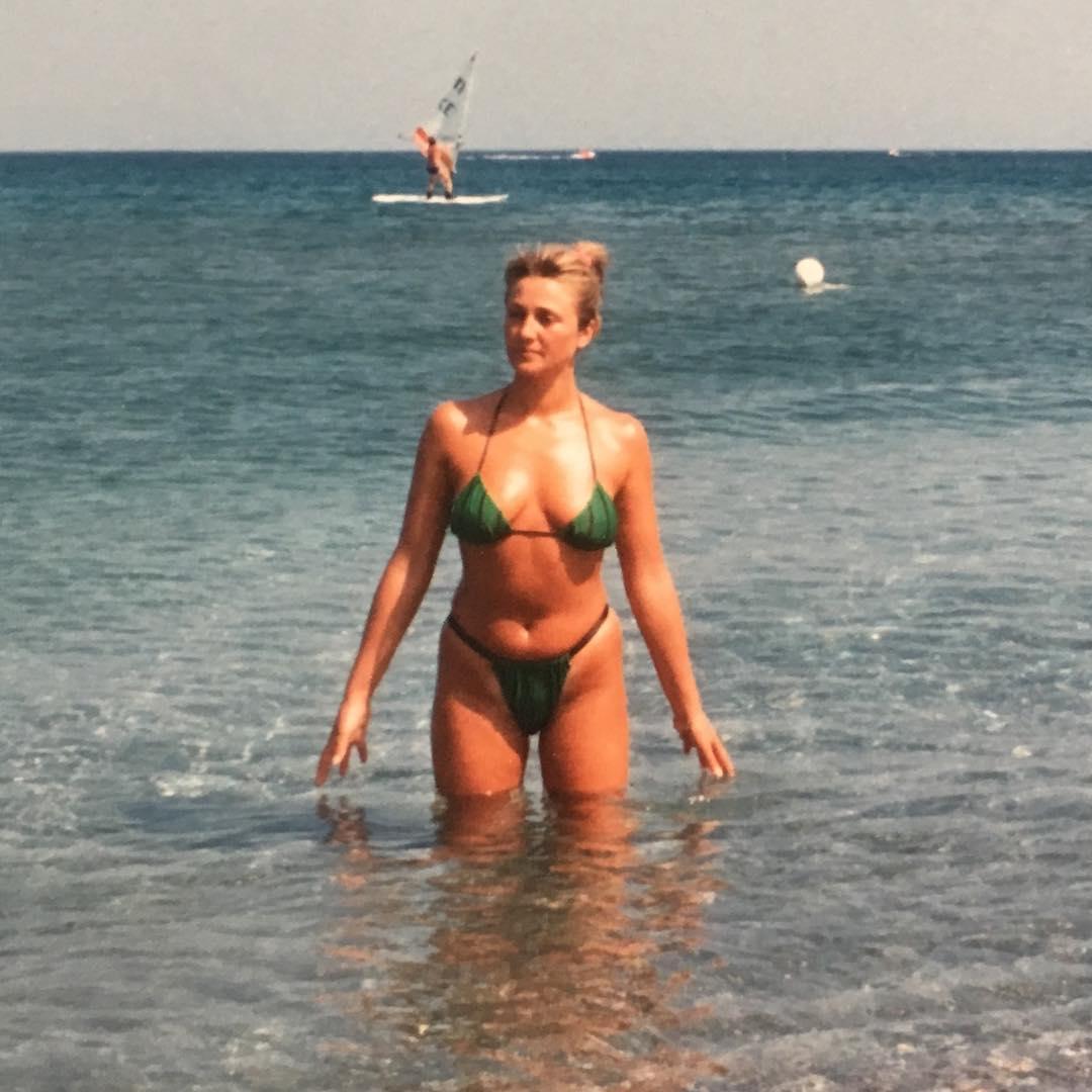 Η καυτή φωτογραφία της Ρούλας Κορομηλά! «Τότε που με ήξερε μόνο η μάνα μου»…