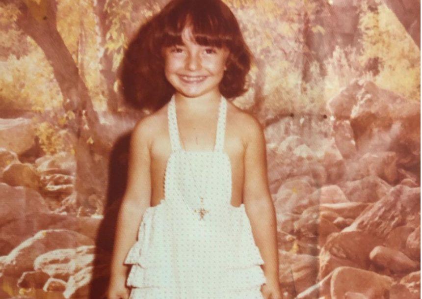 Το κοριτσάκι της φωτογραφίας είναι Ελληνίδα celebrity! Την αναγνωρίζεις;   tlife.gr