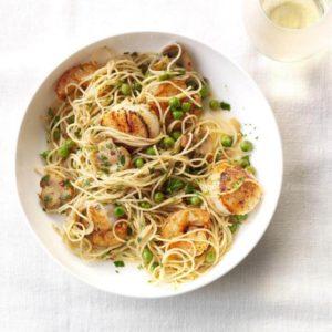 Σπαγγέτι με γαρίδες και χτένια σε σάλτσα μανιταριών και κρασιού
