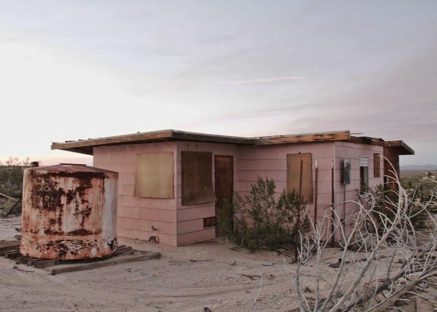 "Shack Attack: Το μικρό σχεδιαστικό ""διαμαντάκι"" στην μέση της καλιφορνέζικης ερήμου | tlife.gr"