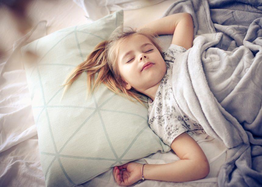 Sleep Lab: Πώς επηρεάζεται η συμπεριφορά των παιδιών από την ποιότητα του ύπνου τους; | tlife.gr