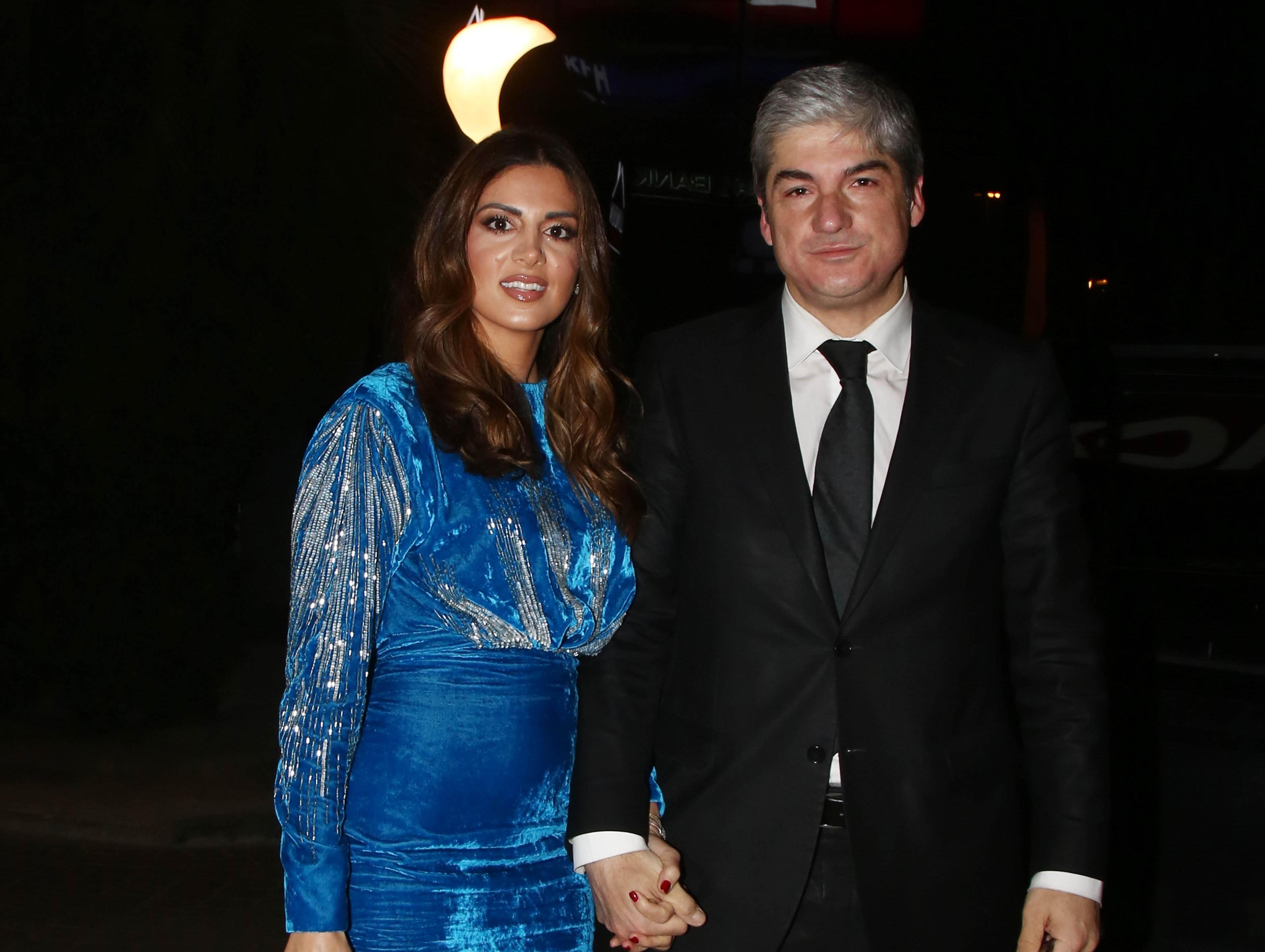 Σταματίνα Τσιμτσιλή: Πού έκανε αυτή τη λαμπερή εμφάνιση μαζί με τον σύζυγό της Θέμη Σοφό; [pics]   tlife.gr