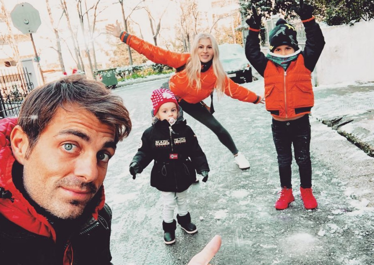 Στέλιος Χανταμπάκης: Η γλυκιά φωτογραφία με την οικογένεια του! | tlife.gr