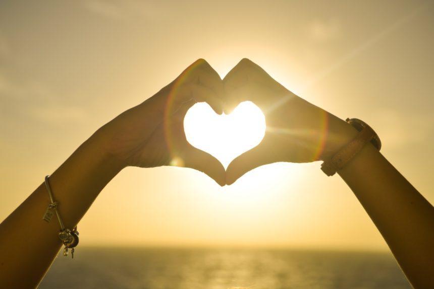 Το νέο hot ζευγάρι της ελληνικής showbiz και ο λόγος που κρατούν τη σχέση τους επτασφράγιστο μυστικό | tlife.gr
