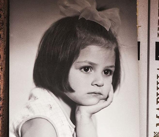 Το χαριτωμένο κοριτσάκι της φωτογραφίας πρωταγωνιστεί σε δημοφιλές σήριαλ του Ant1!
