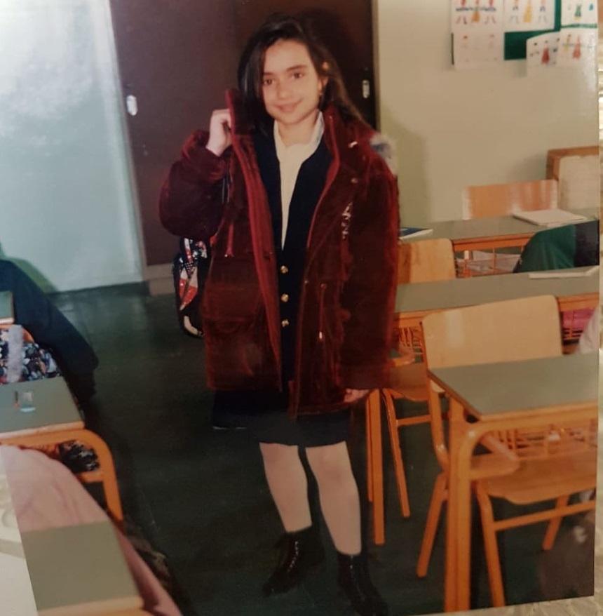 Το κοριτσάκι της φωτογραφίας είναι γνωστή Ελληνίδα παρουσιάστρια την αναγνωρίζεις;   tlife.gr