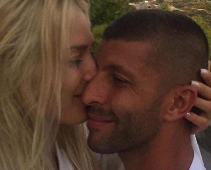 Ραγίζει καρδιές η Βικτώρια Καρύδα: «Μην χαλάτε το χρόνο σας για τσακωμούς» – Οι φωτογραφίες με τον σύζυγό της που δολοφονήθηκε πριν 4 μήνες | tlife.gr