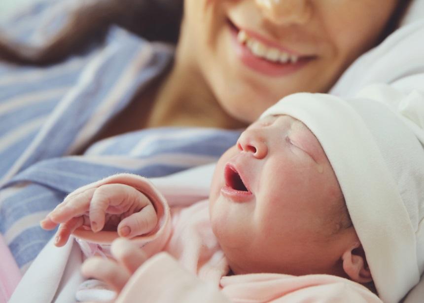After Birth: Γιατί αξίζει να… καθυστερήσεις το επισκεπτήριο τις πρώτες ημέρες μετά τον τοκετό