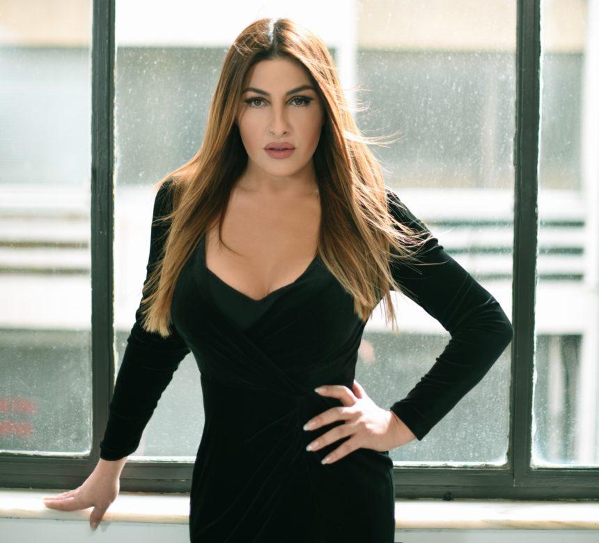 Έλενα Παπαρίζου: 1.000.000 προβολές για το καινούργιο της τραγούδι! | tlife.gr