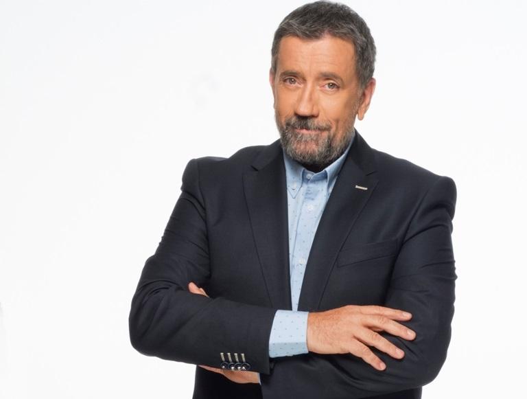 Ανανέωσε ο Σπύρος Παπαδόπουλος με τον ΣΚΑΪ! Συνεχίζει η εκπομπή «Στην υγειά μας ρε παιδιά» | tlife.gr