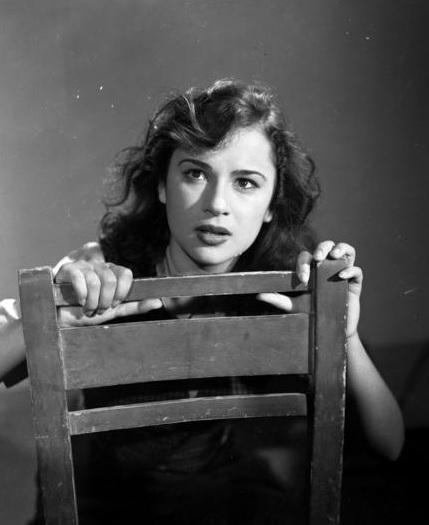 Αλίκη Βουγιουκλάκη: Όταν ήταν ακόμα μελαχρινή και διασκέδαζε με τον Μάριο Πλωρίτη! Σπάνια φωτογραφία | tlife.gr