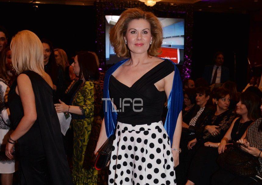 Ευγενία Μανωλίδου: Chic εμφάνιση σε fashion show! Φωτογραφίες | tlife.gr