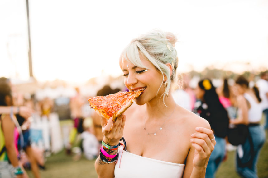 Glitter, glitter και… περισσότερο glitter! Η μεγαλύτερη τάση στο φετινό Coachella! | tlife.gr