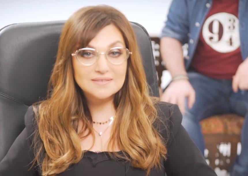 Καίτη Γαρμπή: Αναλαμβάνει ρόλο… «ψυχολόγου» στο YouTube – Ποιος παρουσιαστής θα περάσει πρώτος από το… γραφείο της; | tlife.gr
