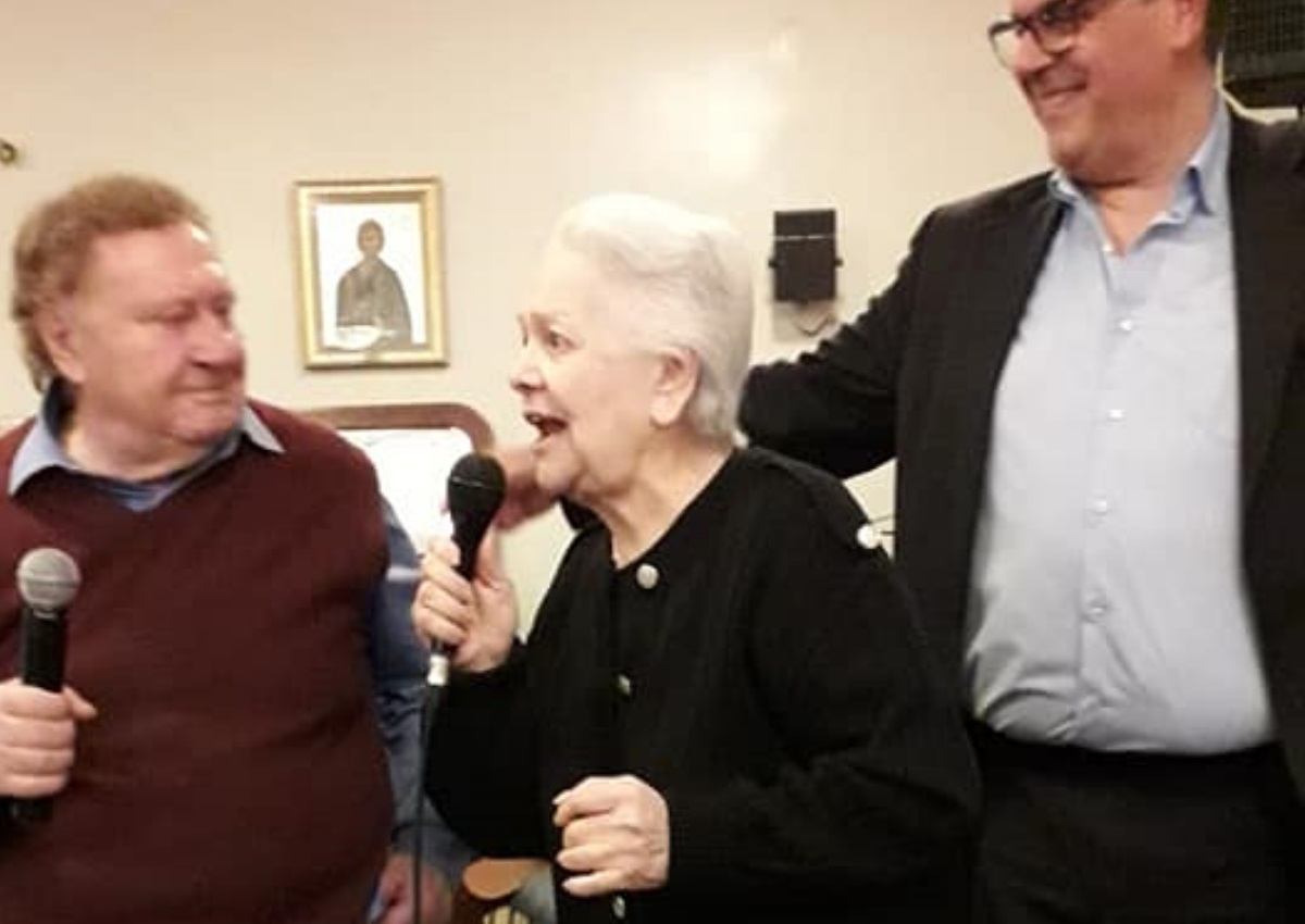 Η Μαίρη Λίντα τραγούδησε στην πασχαλινή γιορτή του Γηροκομείου Αθηνών και έκανε τους πάντες να δακρύσουν! [video]