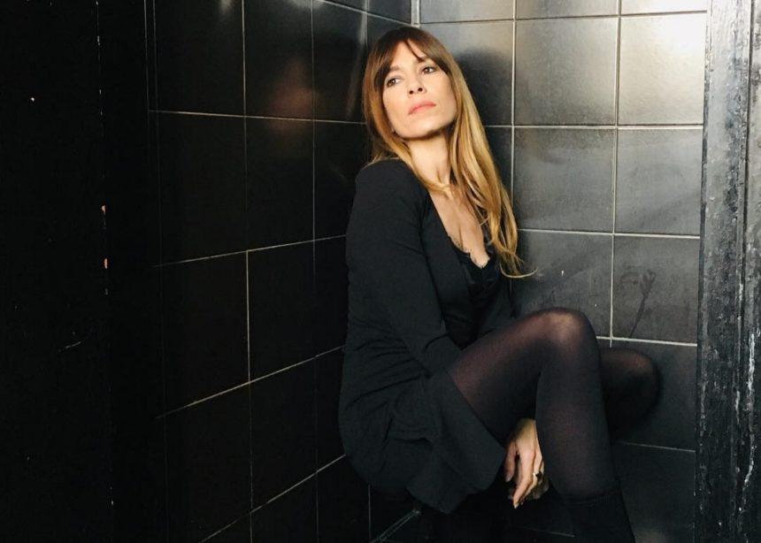 Μυρτώ Αλικάκη: Η εύκολη συνταγή για κοτόπουλο στη γάστρα που σου προτείνει η ηθοποιός! | tlife.gr