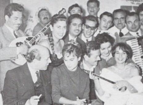 Αλίκη Βουγιουκλάκη: Όταν ήταν ακόμα μελαχρινή και διασκέδαζε με τον Μάριο Πλωρίτη! Σπάνια φωτογραφία