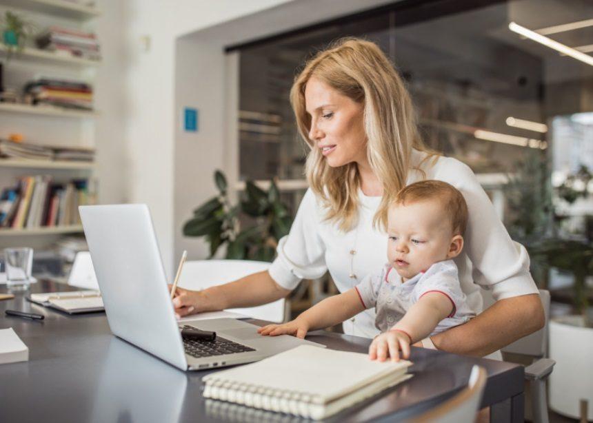 Νέο νομοθετικό πλαίσιο στην Καλιφόρνια επιτρέπει τα μωρά στους εργασιακούς χώρους | tlife.gr