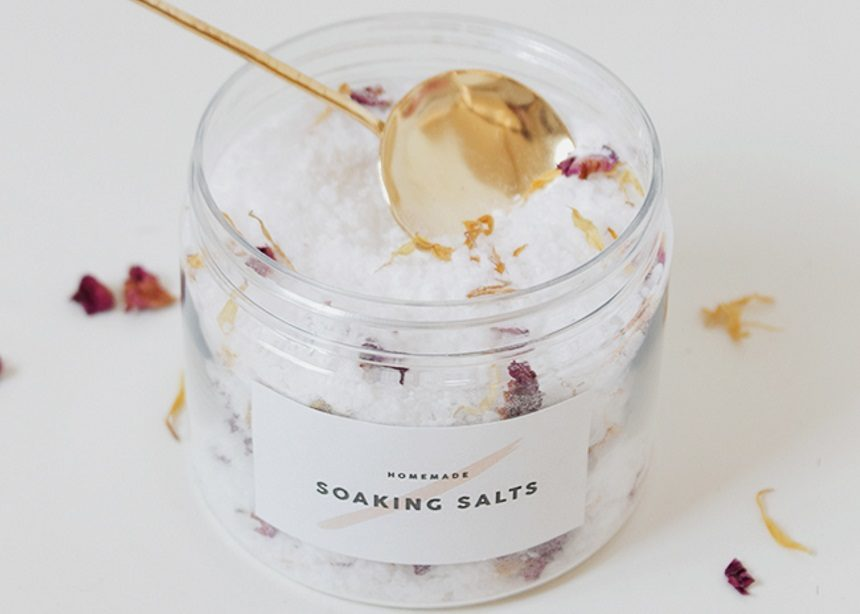 DIY bath salts: Πώς να φτιάξεις μόνη σου τα πιο εντυπωσιακά αρωματικά άλατα μπάνιου! | tlife.gr