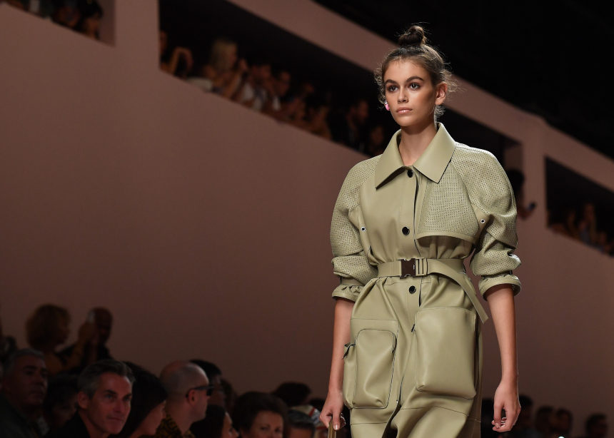 Ποιος οίκος θα αφιερώσει το επόμενο show του στον Κarl Lagerfeld | tlife.gr