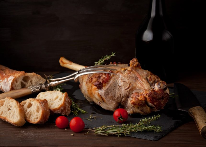Easter Fest: Βήμα-βήμα πώς θα ψήσεις το πιο λαχταριστό αρνί στον φούρνο   tlife.gr