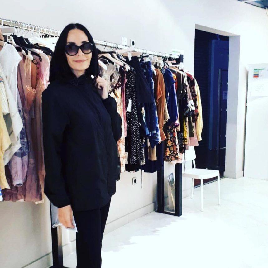 Τάνια Καψάλη: Σπάνια εμφάνιση σε πασχαλινό μπαζάρ ρούχων για καλό σκοπό! Φωτογραφίες | tlife.gr