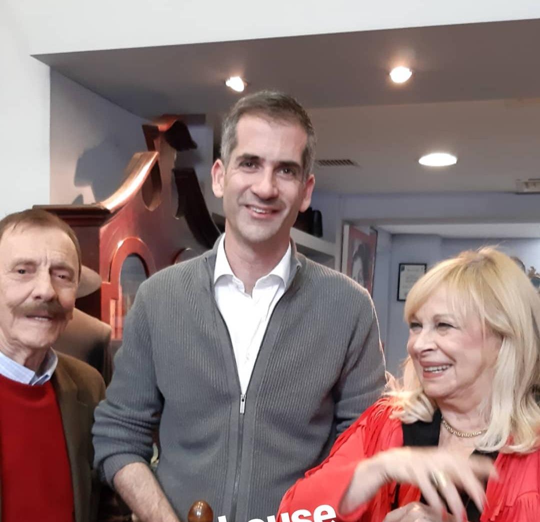 H συγκινητική στιγμή που ο Κώστας Μπακογιάννης συναντά τον θείο του Νίκο Μπακογιάννη! video