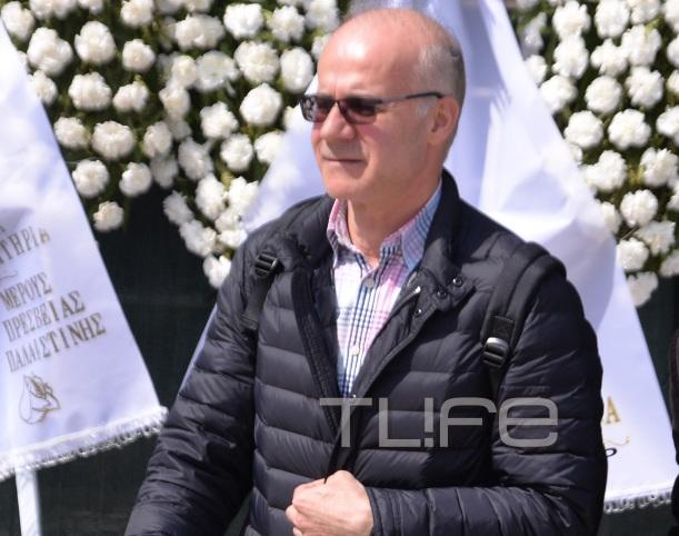 Θλίψη στο τελευταίο αντίο στον Βασίλη Λυριτζή – Πλήθος κόσμου στην πολιτική κηδεία του δημοσιογράφου