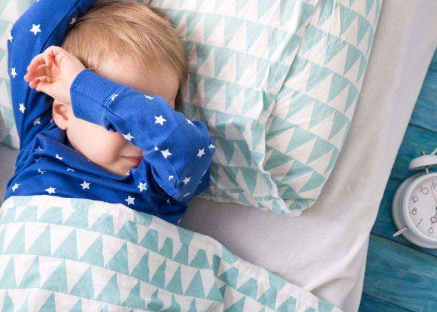 Πόσες ώρες πρέπει να κοιμάται το παιδί: Νέα έρευνα δίνει λεπτομερείς απαντήσεις | tlife.gr