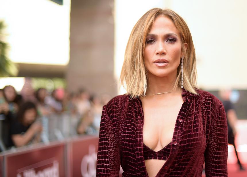 """Η Jennifer Lopez θα λάβει το βραβείο """"Fashion Icon"""" στα CFDA του 2019"""