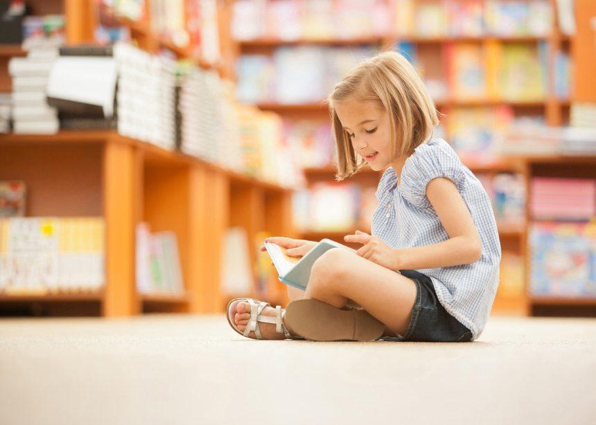 Κάθισμα σε θέση W ή οκλαδόν: Ποιο είναι σωστό για το παιδί και τι πρέπει να προσέχεις | tlife.gr