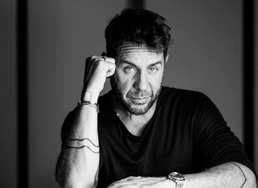 Γιώργος Μαζωνάκης: Η εκκεντρική εμφάνισή του στον ημιτελικό του «YFSF» έκλεψε την παράσταση   tlife.gr