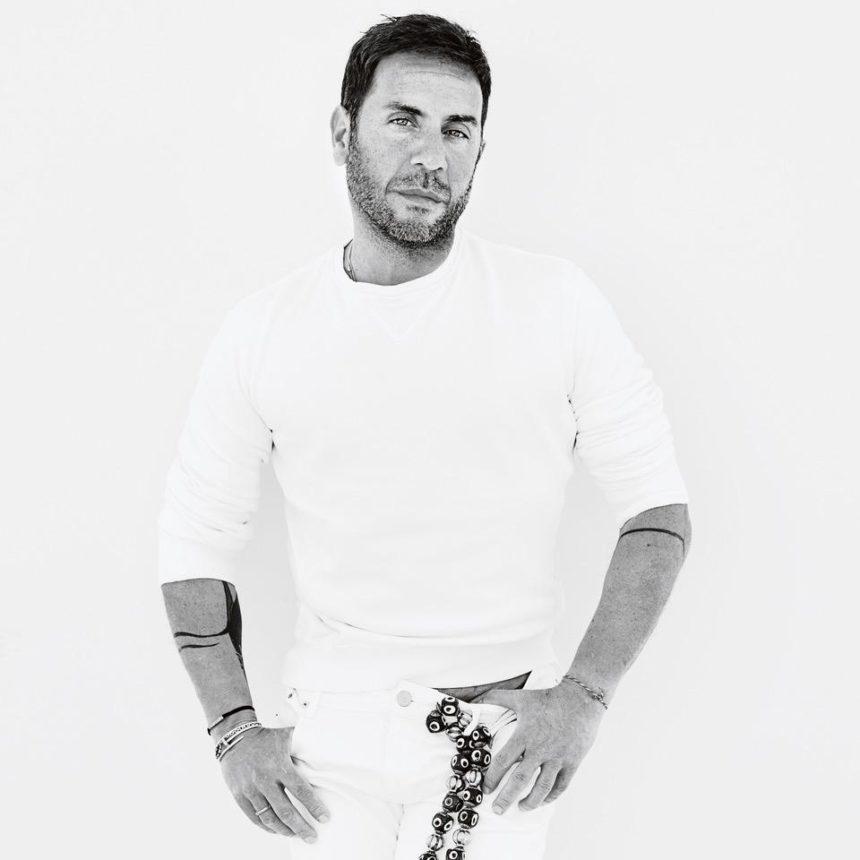 Ο Γιώργος Μαζωνάκης  παρουσιάζει το νέο του τραγούδι «Οινόπνευμα Φτηνό»! video | tlife.gr