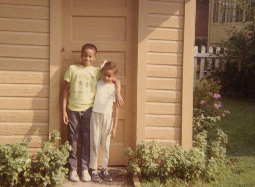Το κοριτσάκι της φωτογραφίας είναι διάσημη κυρία της Αμερικής – Οι δημόσιες ευχές στον αδερφό της για τα γενέθλιά του   tlife.gr