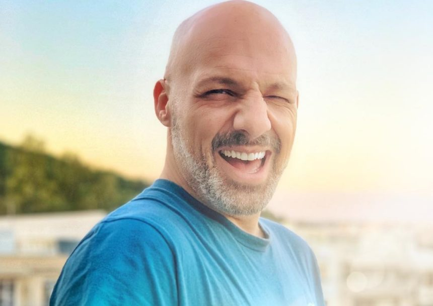 Νίκος Μουτσινάς: Ξυρίστηκε και έγινε άλλος άνθρωπος! [pic] | tlife.gr