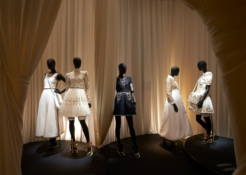 H νέα έκθεση «Mademoiselle Privé» της Chanel είναι απλά υπέροχη | tlife.gr