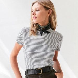Στιλιστική συμβουλή: Αυτό το αξεσουάρ φοράνε τώρα τα it girls αντί για κολιέ