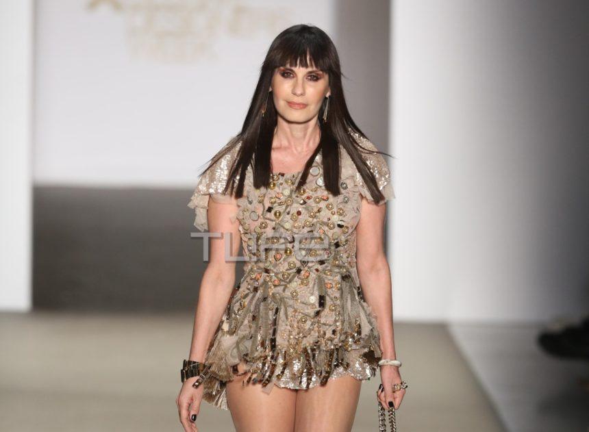 Κάτια Νικολαΐδου: Η εκθαμβωτική εμφάνιση στο fashion show του Δημήτρη Στρέπκου [pics]