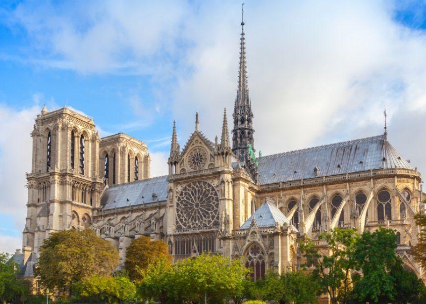 Notre Dame de Paris: Η ιστορία του εμβληματικού αρχιτεκτονικού μνημείου που παραδόθηκε στις φλόγες | tlife.gr