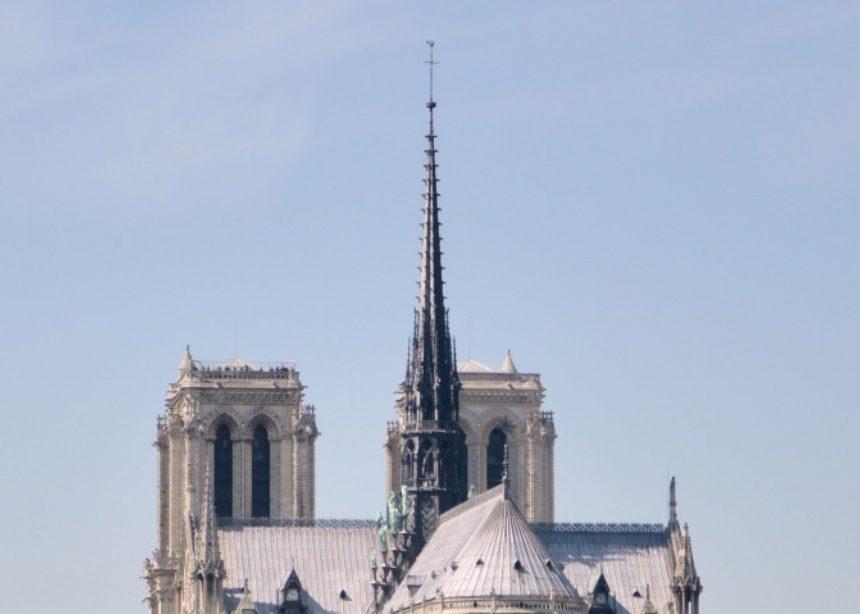 Notre Dame: Με διαγωνισμό θα ανατεθεί το έργο της ανακατασκευής του εμβληματικού βέλους | tlife.gr