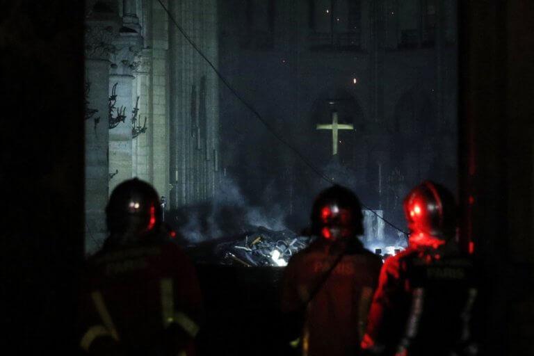 Παναγία των Παρισίων: Δεν υπάρχουν ενδείξεις εμπρησμού – Στάχτη 1.000 τετραγωνικά | tlife.gr